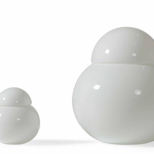 Sergio Asti, Due lampade da tavolo mod. Daruma in vetro di opalino. Prod. Candle…
