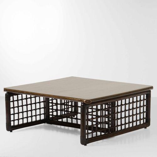 Tavolo basso con struttura in bambù e malacca, piano in legno e dettagli in otto…