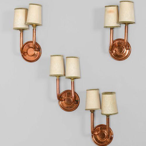 Quattro lampade a parete con struttura in rame e paralumi in tessuto., Prod. Ita…