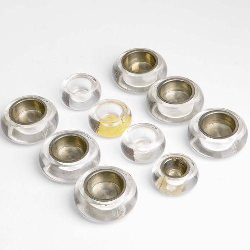 Gabriella Crespi, 一套四个小烛台和六个大烛台,玻璃结构。金属内盘。有签名的金属标签。意大利制造,约1970年。大烛台厘米6.5x2.5;小烛台…