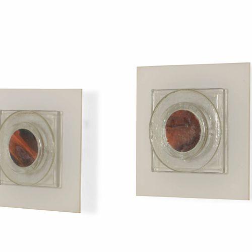 Coppia di appliques con struttura in vetro opalino e vetro colorato., Prod. Ital…