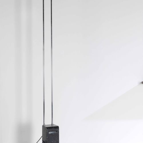Bruno Gecchelin, 落地灯,镀铬金属框架,大理石底座和塑料扩散器。Skipper制造,1970年 约225x52x28厘米