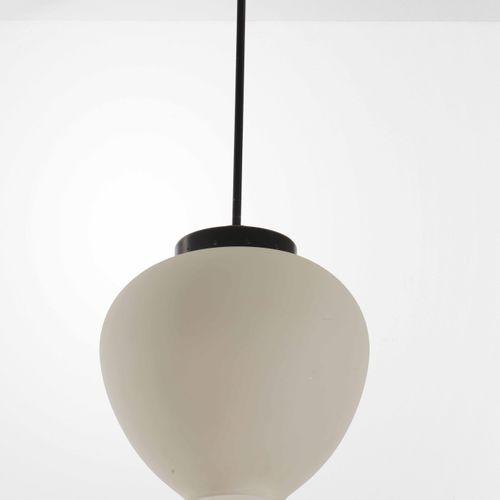 Stilnovo, Lampada a sospensione con struttura in metallo laccato e ottone. Etich…