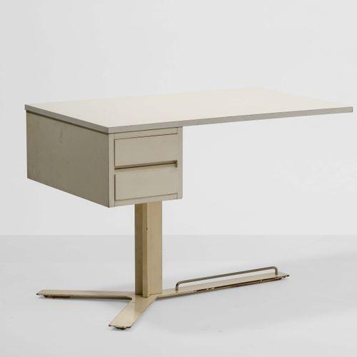 Antonello Mosca, Bureau avec structure en bois laqué et cadre en métal chromé. F…