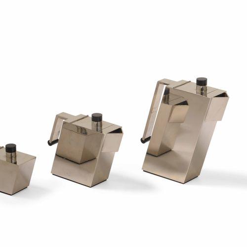 Massimo Podesta, Set da caffè in metallo argentato formato da teiera, lattiera e…