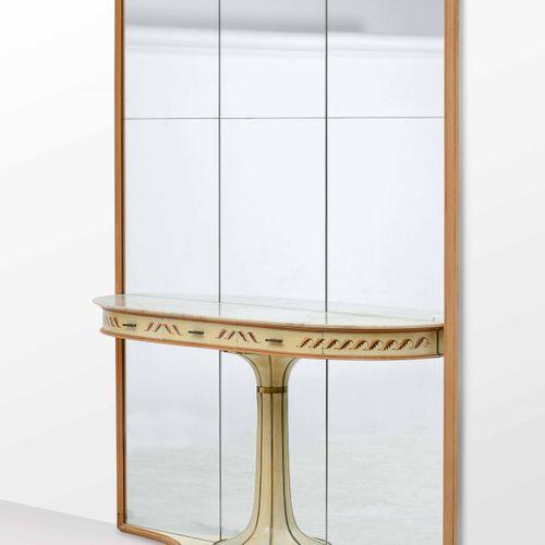 Grande consolle con specchiera. Struttura in legno e metallo, piano in marmo, ri…
