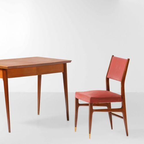 Set composto da una scrivania in legno e da una sedia in legno con puntali in ot…