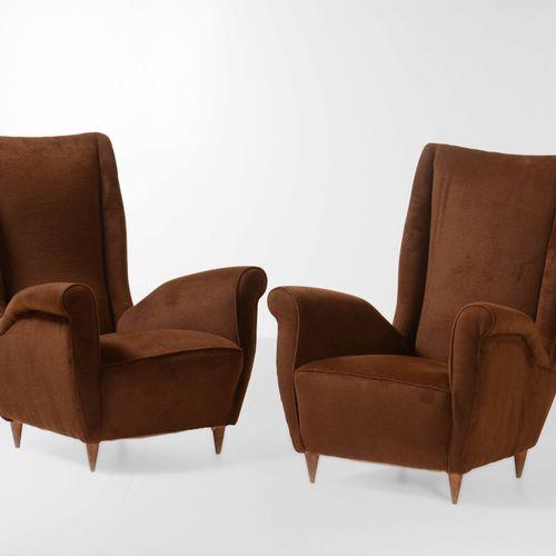 ISA, Paire de fauteuils avec structure en bois et revêtement en tissu. Fabriqué …