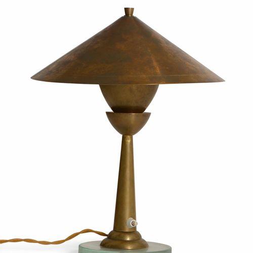 Lampada tavolo con struttura e diffusore in ottone e base in cristallo molato., …