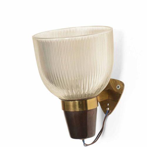 Ignazio Gardella, Lampada da parete mod. Lp5 con struttura in ottone e ottone la…