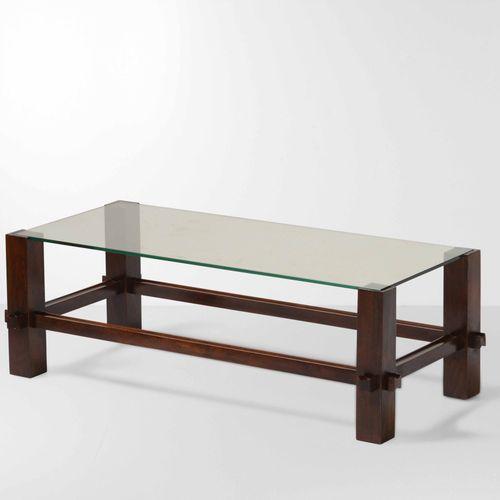 Fontana Arte, 2461型矮桌,木质框架和地面玻璃面板。意大利Fontana Arte公司制造,约1960年,cm 98x46x32