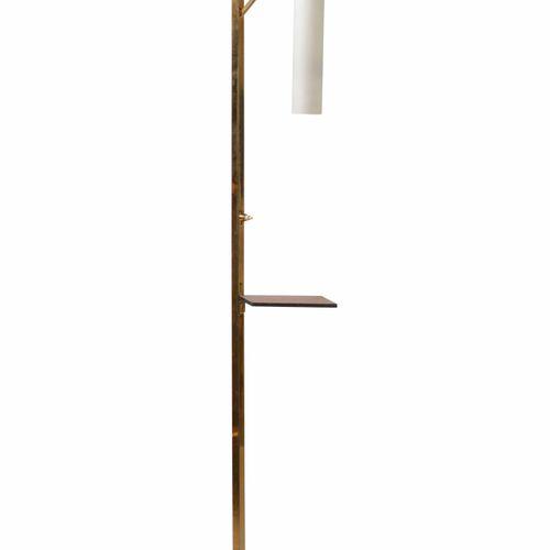 Lampada da terra con struttura in ottone, piano in legno, base in ardesia e diff…