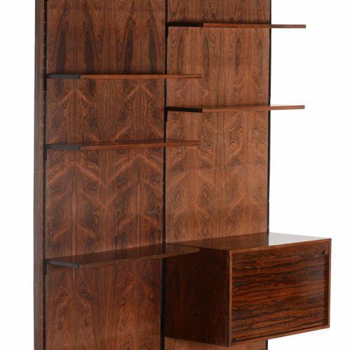 Gianfranco Frattini, Libreria con struttura in legno e metallo, piani ad altezza…
