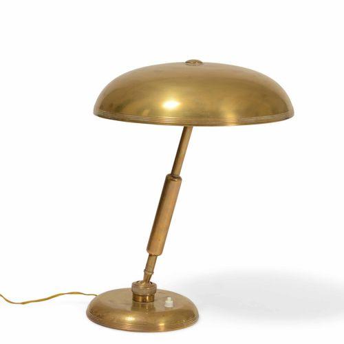 Lampada da tavolo orientabile con struttura e diffusore in ottone., Prod. Italia…