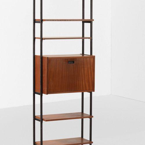 Libreria con struttura in metallo e legno., Prod. Italia, 1960 ca. Cm 65x33x202
