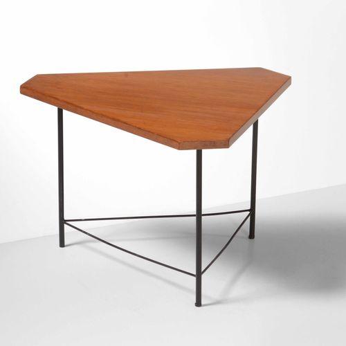 ISA, 漆面金属框架和木质桌面的矮桌。原始标签。伊萨制作,约1950年,cm 60x52x37