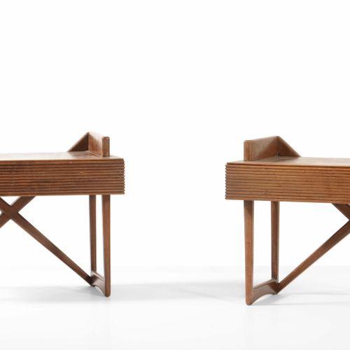 Coppia di comodini con struttura in legno., Prod. Italia, 1950 ca. Cm 35x60x48