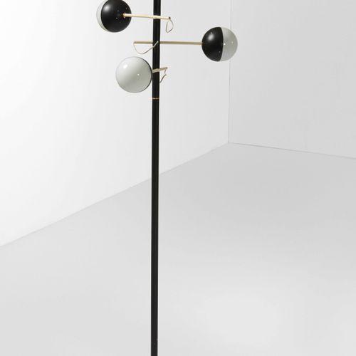 Stilux, 落地灯,烤漆金属框架,烤漆金属和乳白色玻璃扩散器。意大利制造,约1960年,cm 50x50x145