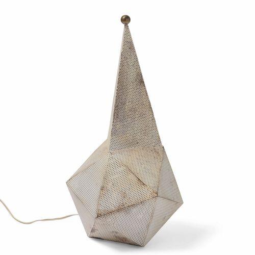 Mathieu Matégot, Lampada da tavolo mod. Baghdad in metallo forato e laccato, par…