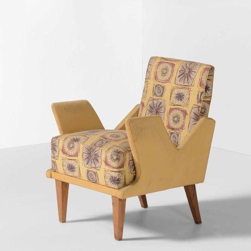 Poltrona con struttura e sostegni in legno e rivestimenti in tessuto., Prod. Ita…