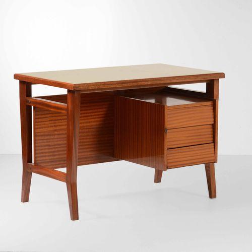 Gio Ponti, 带抽屉的书桌,木质框架,层压木质桌面。意大利Schirolli公司制造,约1950年,cm 110x65x78