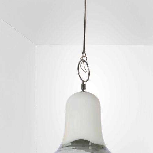 Angelo Brotto, Suspension avec structure en métal chromé et diffuseur en verre d…