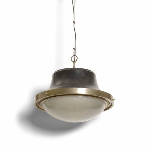 Sergio Mazza, Coppia di lampade a sospensione mod. Tau in metallo e diffusore in…
