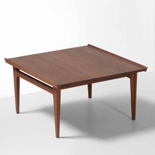 Tavolo basso con piano e struttura in legno., Prod. Italia, 1950 ca. Cm 79,5x84,…