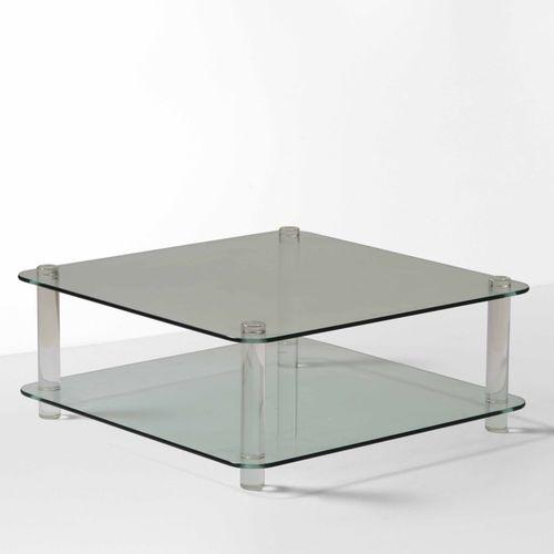 Tavolo basso con struttura in plexiglass e piani in vetro molato., Prod. Italia,…