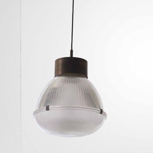 Tito Agnoli, Lampe à suspension mod. 4409 avec structure en laiton et métal laqu…