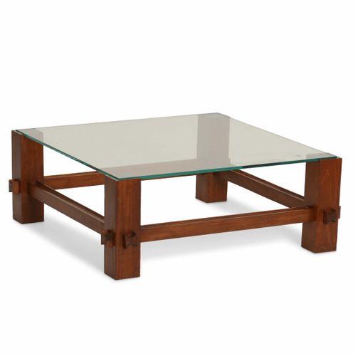 Fontana Arte, Due tavoli bassi mod. 2461 con struttura in legno e piano in crist…