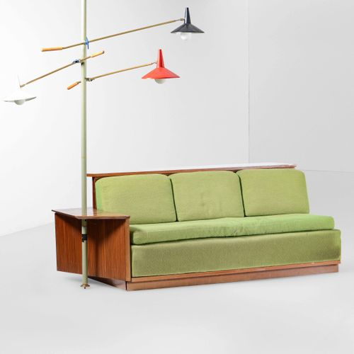 Raro sistema integrato di divano, mobile contenitore e lampada orientabile cielo…