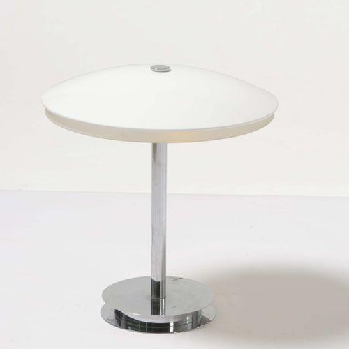 Fontana Arte, Lampada da tavolo mod. Bis con struttura in metallo cromato e diff…