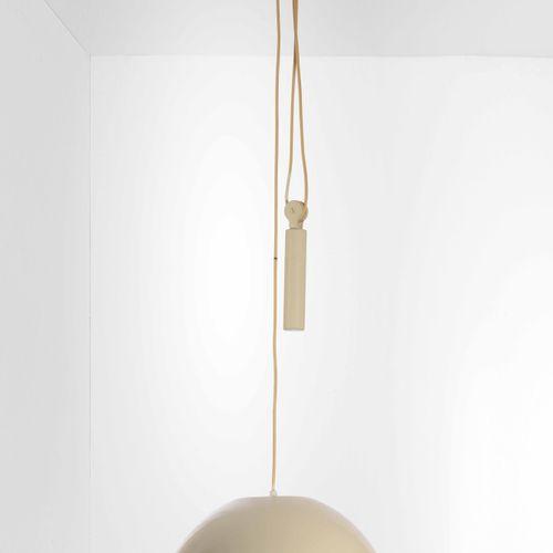 Achille e Piergiacomo Castiglioni, Relemme型吊灯,具有上下移动系统,结构和扩散器为漆面金属。原始标签。意大利Flos公…