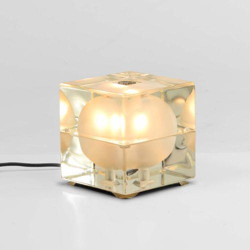 Alessandro Mendini, Cubosfera模制玻璃台灯。由意大利Fidenza Vetraria公司制造,1968年,厘米16x16x16.5