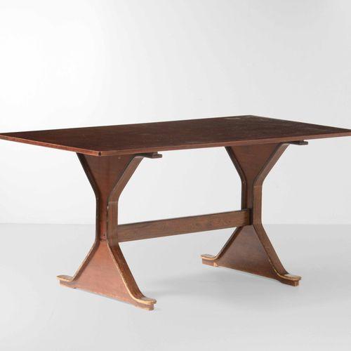 Gianfranco Frattini, Tavolo mod. 522 con struttura in legno. Prod. Bernini, Ital…