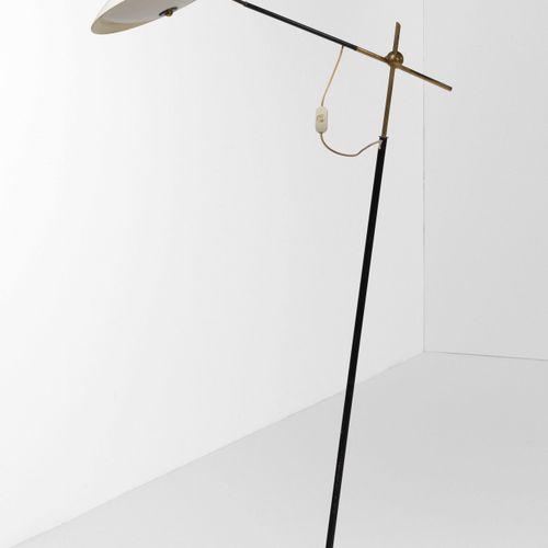 Lampada da terra orientabile con struttura in ottone, metallo laccato e diffusor…