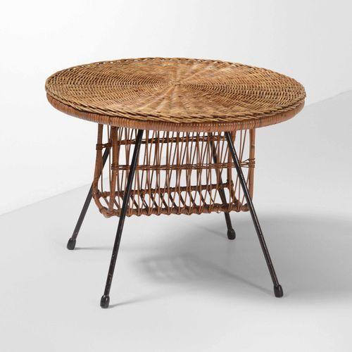 Tavolo portariviste in vimini e metallo laccato., Prod. Italie, 1960 ca. Cm 58x4…