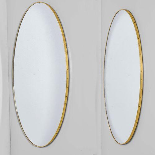 Due specchi ovali con struttura in legno e profilo in ottone., Prod. Italie, 195…