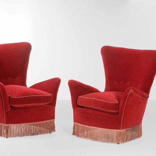 Salotto composto da un divano e dure poltrone. Struttura in legno e rivestimenti…