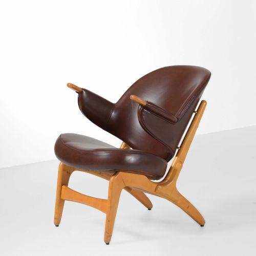 Arne Hovmand Olsen, 小扶手椅,木质框架,皮革装饰。丹麦,约1960年。cm 60x60x70