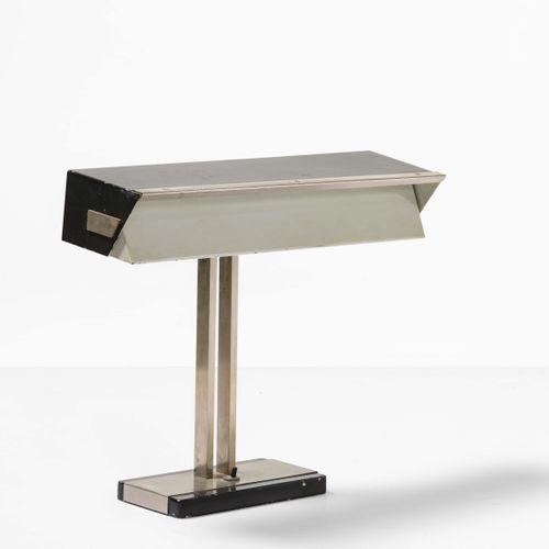 Stilnovo, Lampada da tavolo con struttura in ottone nichelato e metallo laccato.…