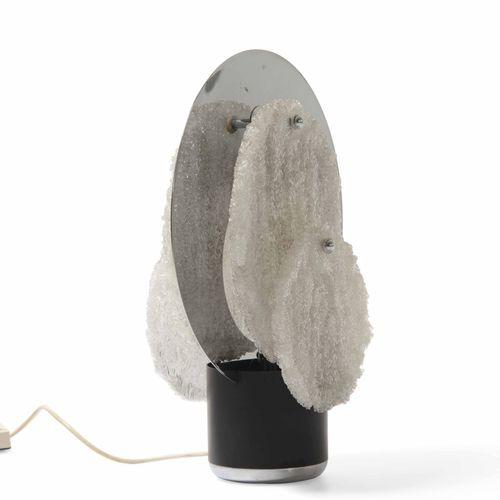 Lampada da tavolo con struttura cromata, metallo laccato e diffusori in vetro di…