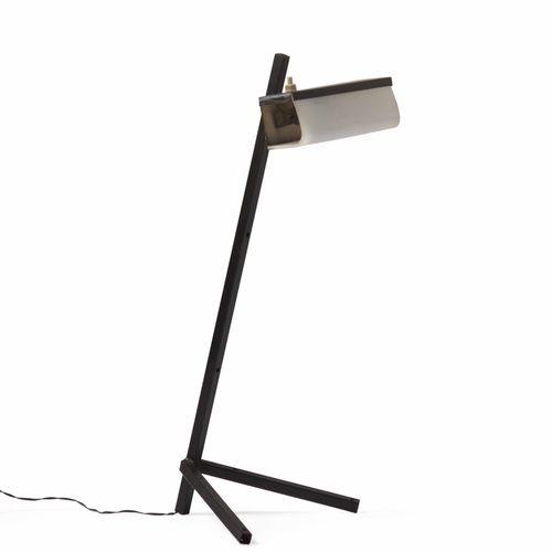 Lampada da tavolo con struttura in metallo laccato, diffusore orientabile in met…