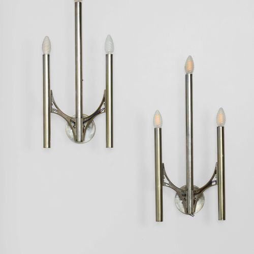 Gaetano Sciolari, 一对壁灯,镀镍金属结构和扩散器。意大利制造,1970年 约25x50x15厘米