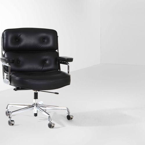 Charles e Ray Eames, Fauteuil pivotant avec structure en métal chromé et revêtem…