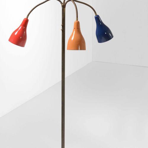 Giuseppe Ostuni, Lampadaire avec structure en laiton et diffuseurs réglables en …