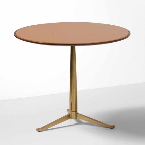 Tavolo basso con struttura in ottone e piano in vetro colorato., Prod. Italia, 1…
