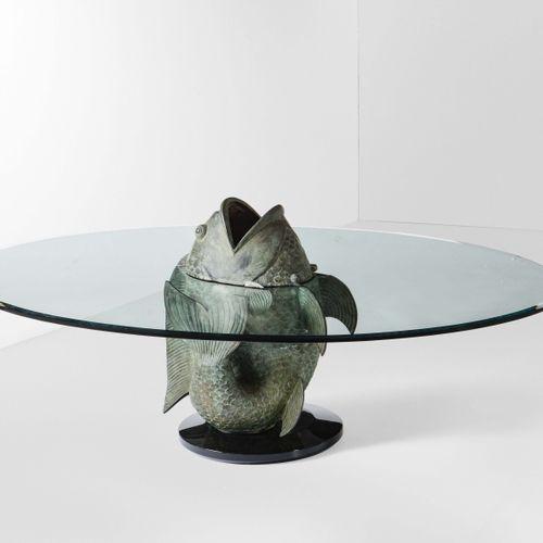 Tavolo basso con struttura in metallo e piano in cristallo molato., Prod. Italia…