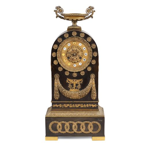 Gilt bronze mantel clock France, 19th century 55x25x12,5 cm. Cadran circulaire a…